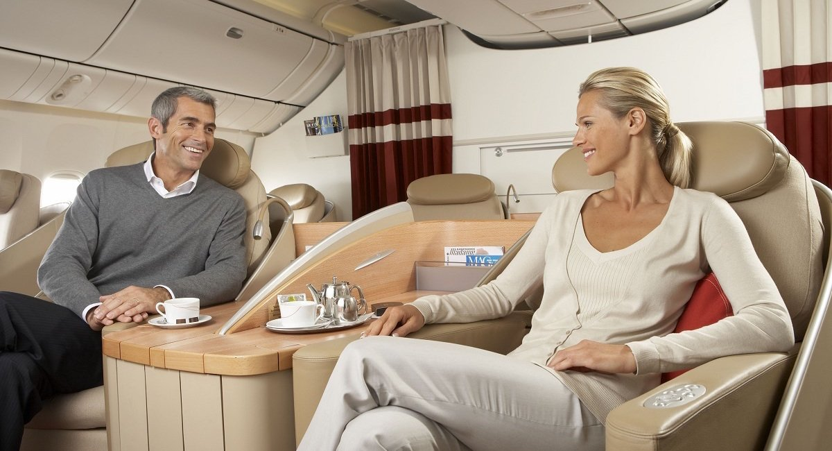 couple-in-first-class-cabin