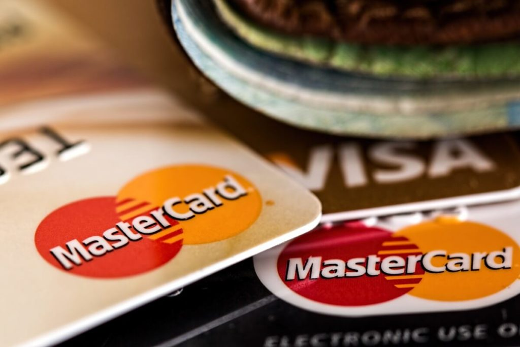 Business vs Personal Credit Card comparison, including key differences and benefits